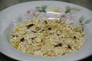 Banana com castanhas e quinoa